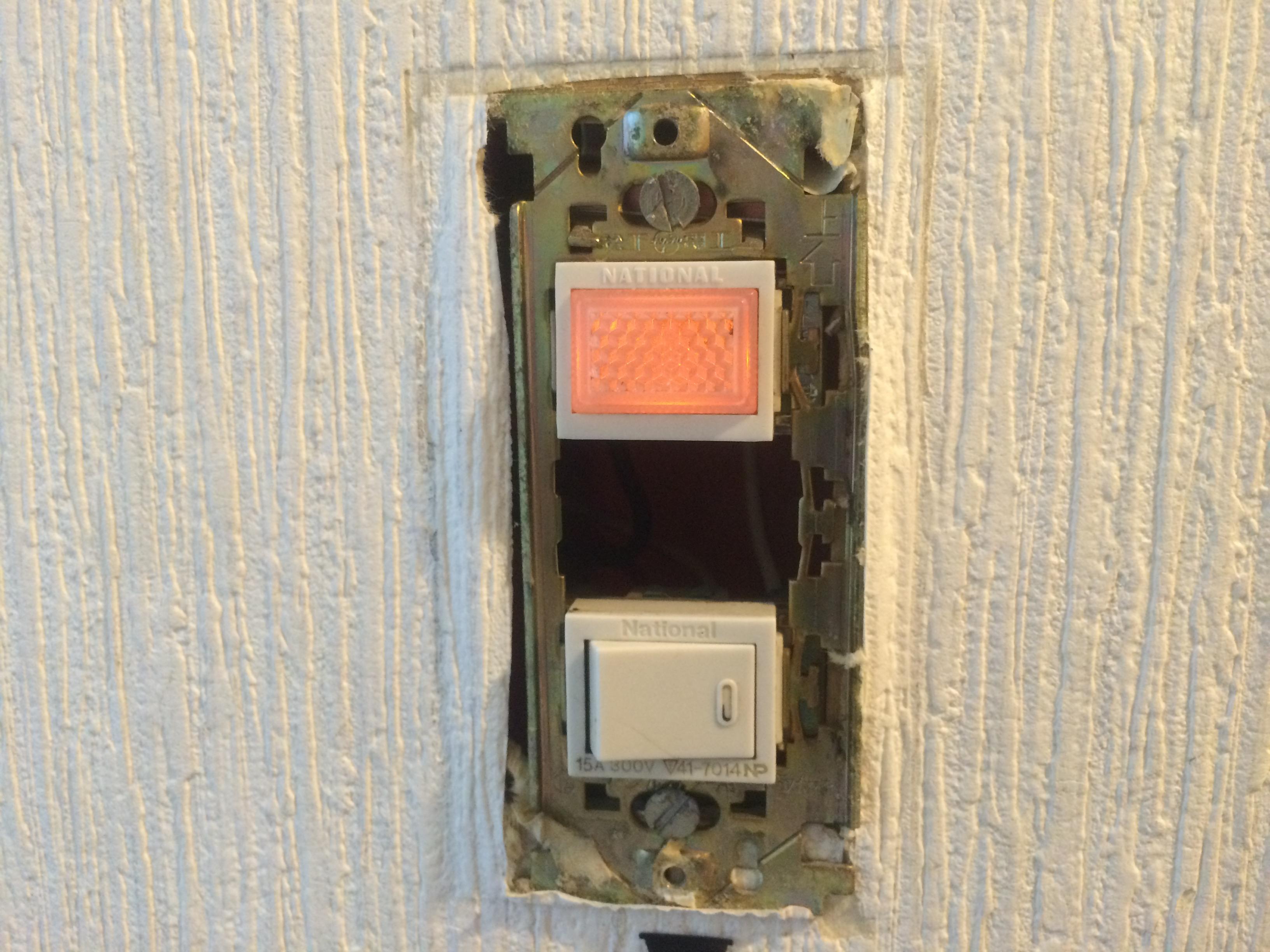 地味すぎる電気スイッチ、カバーを交換しておしゃれにしませんか?