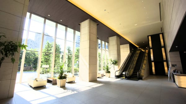 ザトヨスタワー エントランス エスカレーター