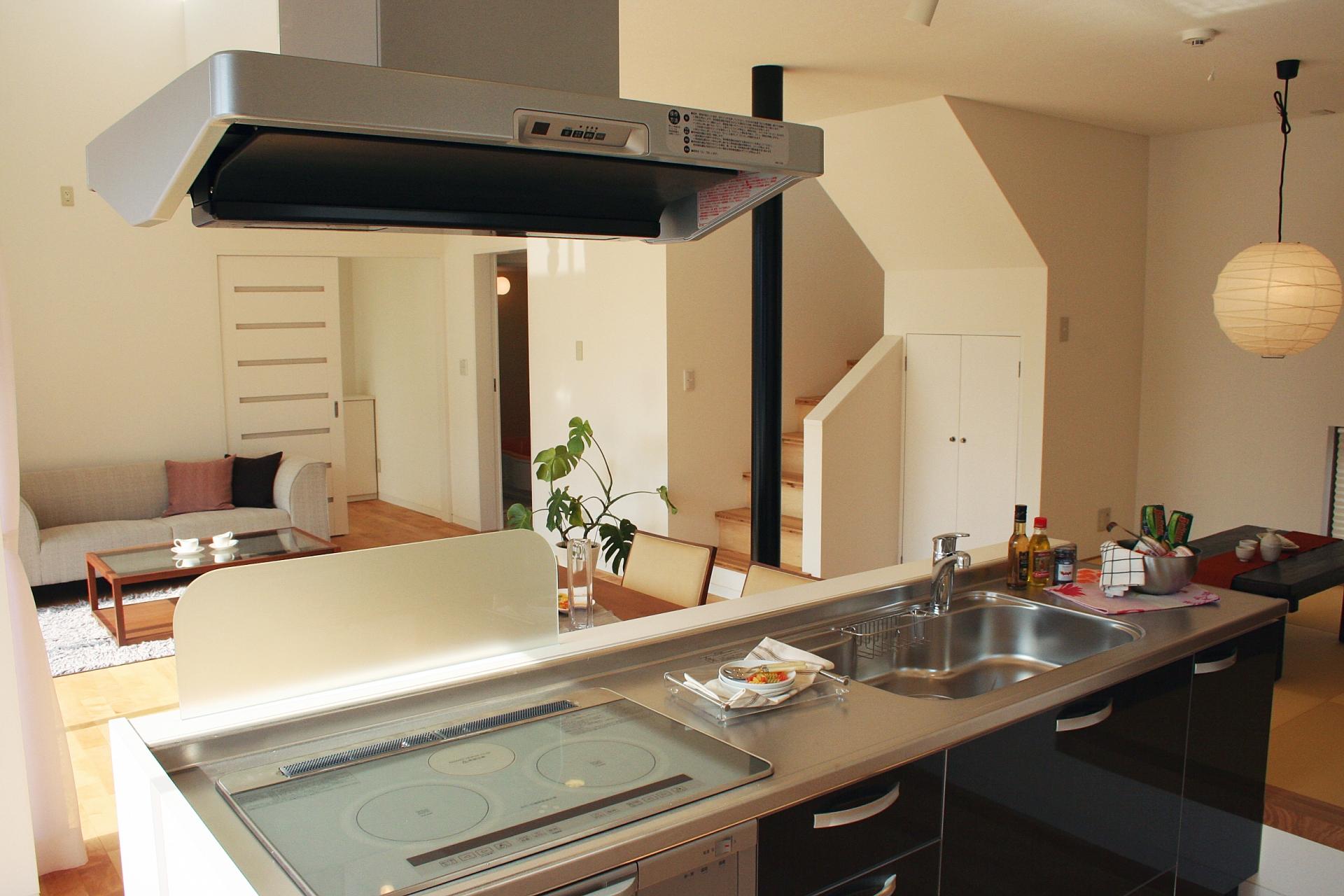 【キッチンリフォーム】誰もが悩むキッチンカウンター、素材それぞれの特徴とは?