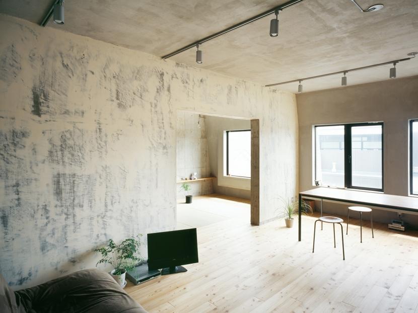 「コンクリート打ちっぱなし」のメリット・デメリットとは?メンテナンス方法からインテリアの組み合わせ方までご紹介!