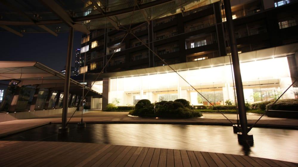 ザ東京タワーズのライトアップされた空中庭園