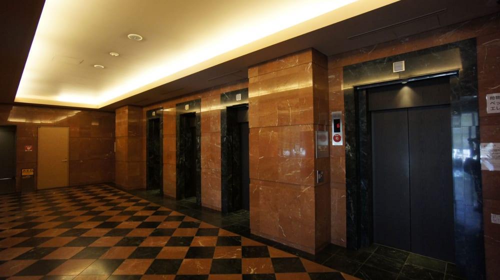 オリゾンマーレの大理石エレベーター
