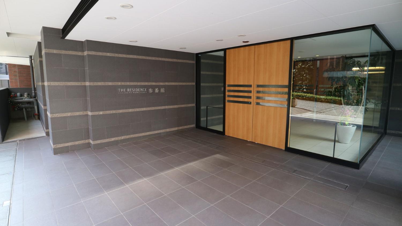 参番館の入口