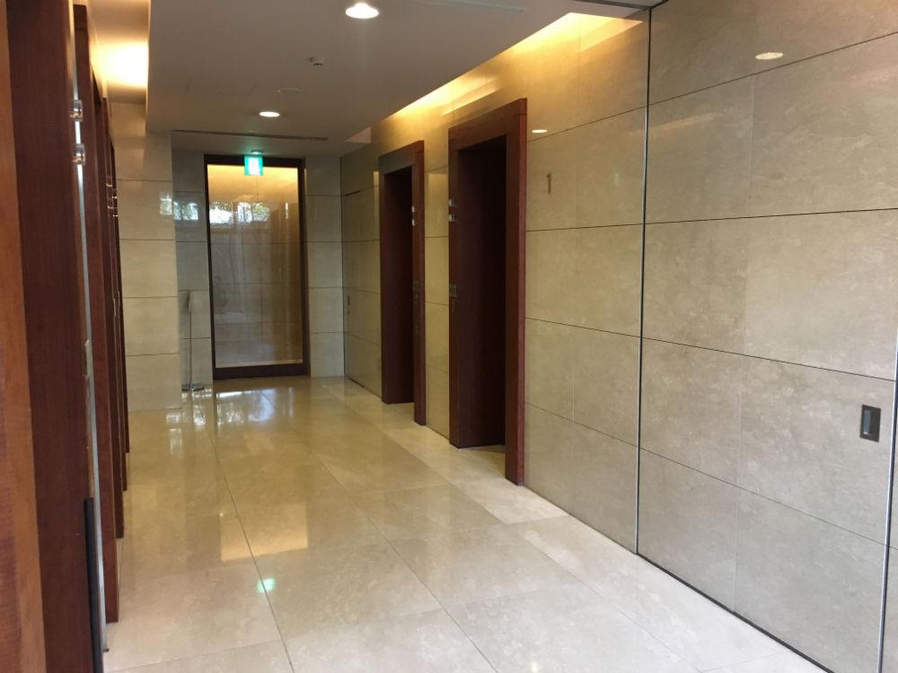 エレベーターホールにもオートロックがついており、二重ロックとなっています。