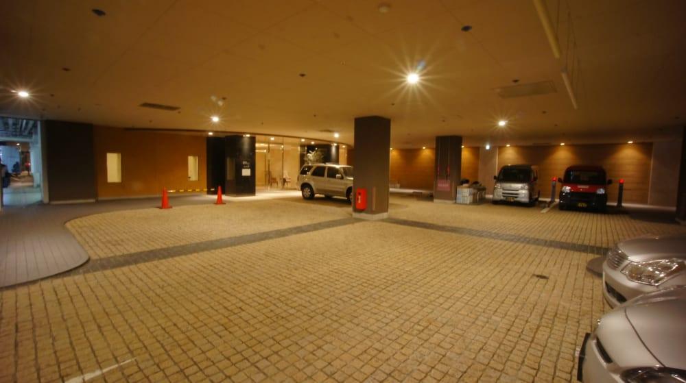駐車場と車寄せ