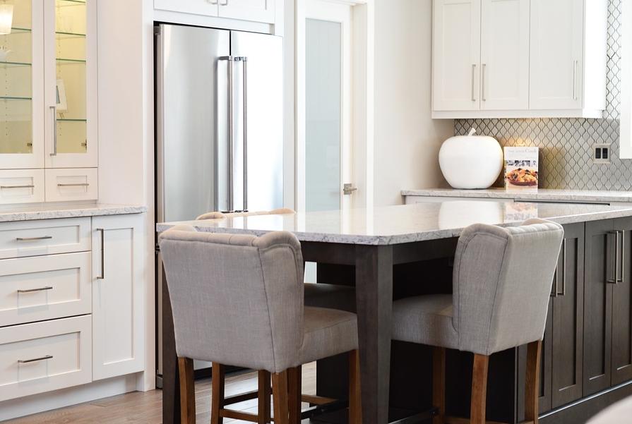 【知らないと損!】キッチンでの作業効率を上げる、ラップ収納の極意!