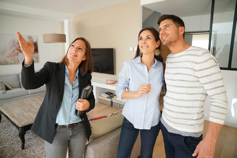 賃貸と購入で悩む夫婦