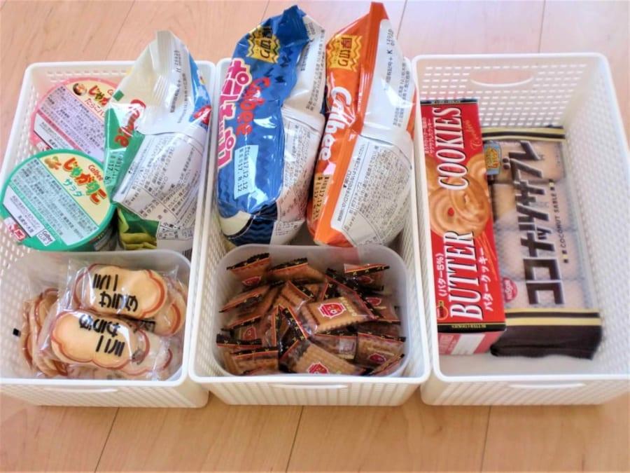 意外と困りがちなお菓子の収納アイデアを紹介します!