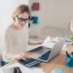 住宅ローンの事前審査を申し込む女性