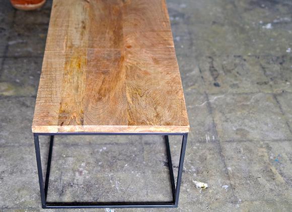 フライミー(FLYMEe)のテーブル