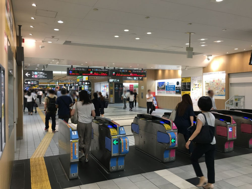 武蔵小杉駅 東急線の朝の改札